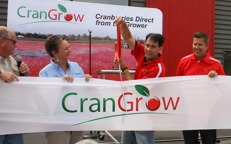 buyers-growers-main-ribbon-cutting-1
